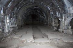 Mening van de binnenkant aan caravanserai op Selim Vardenyats Pass stock afbeeldingen