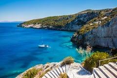 Mening van de blauwe holen van Agios Nikolaos in het eiland van Zakynthos Zante, Royalty-vrije Stock Foto's
