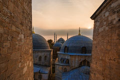 Mening van de Blauwe Moskeedaken bij zonsondergang in Istanboel, Turkije Stock Afbeelding
