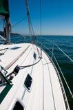 Mening van de boog van een jacht. stock fotografie