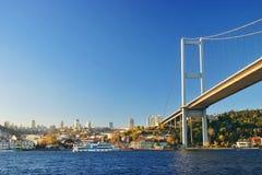 Mening van de Bosphorus-brug in Istanboel (Turkije) Stock Foto's