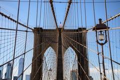 Mening van de bovenkant van een pijler van de brug van Brooklyn stock afbeelding