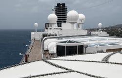 Mening van de bovenkant van een cruiseschip Stock Afbeelding