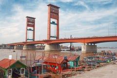 De brug van Ampera in Palembang, Sumatra, Indonesië Royalty-vrije Stock Foto's