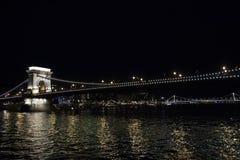 Mening van de brug bij nacht stock afbeeldingen