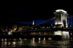 Mening van de brug bij nacht stock foto