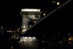 Mening van de brug bij nacht stock afbeelding