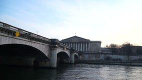 Mening van de brug over de rivier stock videobeelden