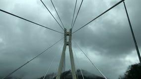 Mening van de brug tegen de hemel stock videobeelden
