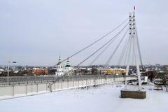 Mening van de brug van minnaars in Tyumen, Rusland 17 februari, 201 Stock Foto