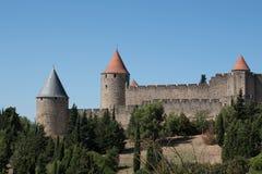 Mening van de citadel van Carcassonne van buiten op een zonnige dag Stock Foto