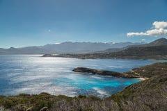 Mening van de citadel en de bergen van Calvi van Revellata in Corsica royalty-vrije stock afbeelding