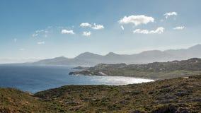 Mening van de citadel en de bergen van Calvi van Revellata in Corsica royalty-vrije stock fotografie