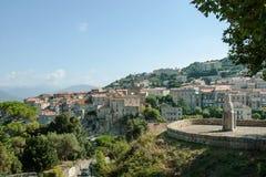 Mening van de Corsicaanse stad van Sartene Stock Foto's