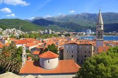 Mening van de daken en de baai van Budva in Montenegro Royalty-vrije Stock Fotografie