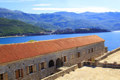 Mening van de daken en de baai van Budva in Montenegro Royalty-vrije Stock Afbeeldingen