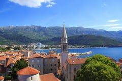 Mening van de daken en de baai van Budva in Montenegro Stock Foto