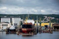 Mening van de de kadehaven en scheepswerf Stock Afbeelding