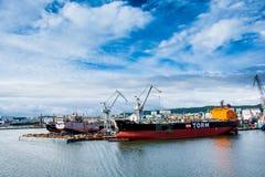Mening van de de kadehaven en scheepswerf Royalty-vrije Stock Foto