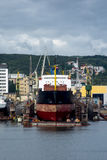 Mening van de de kadehaven en scheepswerf Royalty-vrije Stock Foto's