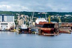 Mening van de de kadehaven en scheepswerf Royalty-vrije Stock Afbeelding