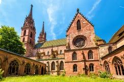 Mening van de de Munsterkathedraal van Bazel stock fotografie