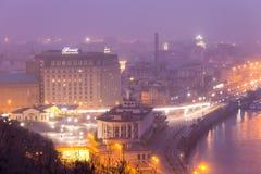 Mening van de Dnieper-Rivier, Rivierpost en het historische district Podil Stock Foto's
