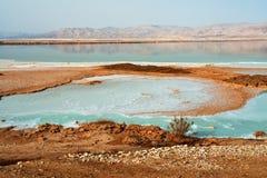 Mening van de Dode Overzeese kustlijn van Israël Royalty-vrije Stock Afbeeldingen