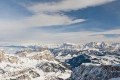 Mening van de dolomiet de luchtdiehemel uit Helikopter in de winter wordt genomen Stock Afbeeldingen