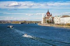 Mening van de Donau en het Parlement van Boedapest Stock Afbeelding