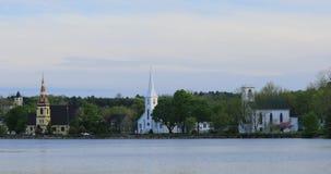 Mening van de drie kerken van Mahone-Baai, Nova Scotia 4K stock footage