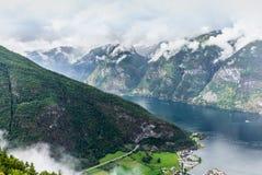 Mening van de fjord van Aurland in Noorwegen - 2 stock foto's