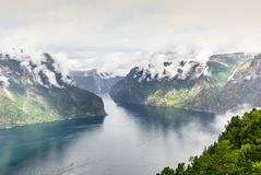 Mening van de fjord van Aurland in Noorwegen - 3 Stock Foto's
