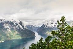 Mening van de fjord van Aurland in Noorwegen - 1 royalty-vrije stock fotografie