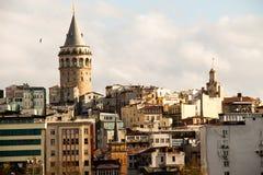 Mening van de Galata-Toren van de Gouden Hoorn Stock Afbeelding