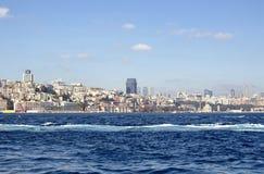Mening van de gebieden van Besiktas, van Kabatas en Beyoglu- Royalty-vrije Stock Fotografie
