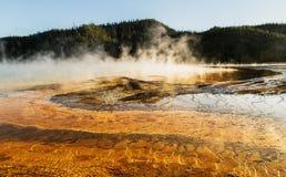 Mening van de Grote Prismatische Lente bij het nationale park van Yellowstone, WY, de V.S. Royalty-vrije Stock Foto