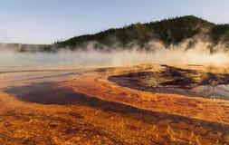 Mening van de Grote Prismatische Lente bij het nationale park van Yellowstone, WY, de V.S. Royalty-vrije Stock Foto's