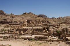 Mening van de Grote Tempel en de Overspannen Poort in oude stadspetra, Stock Afbeelding