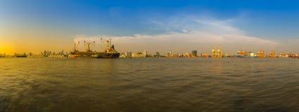 Mening van de Havenautoriteit van Bangkok van al van Thailand of van de haven van Klong Toey Royalty-vrije Stock Afbeelding
