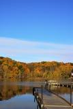 Mening van de Herfst van het Dok van de boot de Toneel Royalty-vrije Stock Foto