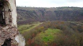 Mening van de mening van het vogel` s oog van de ruïnes van het Chervonohorod-Kasteel ukraine stock footage