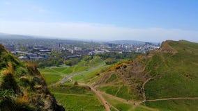 Mening van de heuvel aan Edinburgh Stock Foto's