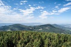 Mening van de heuvel van Velky Javornik in Beskydy-bergen in Tsjechische republiek Royalty-vrije Stock Fotografie