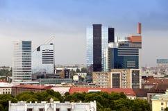 Mening van de high-rise hotels die aan de Oude stad op 17 Juni, 2012 in Tallinn, Estland grenzen Royalty-vrije Stock Afbeeldingen