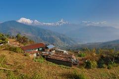 Mening van de Himalayan-bergen van Dhampus Stock Afbeeldingen