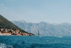 Mening van de historische stad van Perast, Montenegro royalty-vrije stock fotografie