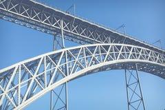 Mening van de historische stad van Porto, Portugal met de Dom Luiz-brug Royalty-vrije Stock Afbeeldingen