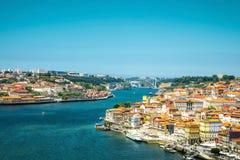 Mening van de historische stad van Porto, Portugal met Dom Luiz B Royalty-vrije Stock Afbeelding
