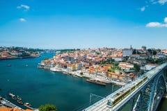 Mening van de historische stad van Porto, Portugal met Dom Luiz B Royalty-vrije Stock Foto's